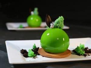 מוס תפוח קינוחים יוקרתיים של מירל תכשיטי שוקולד וקונדטוריית בוטיק