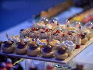 קינוחי כוסות ומוסים של מירל שוקולד וקונדטוריית בוטיק MIREL