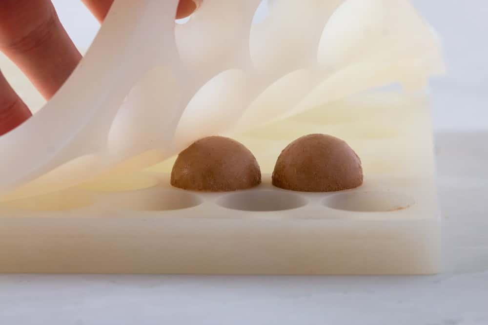 אופן ההכנה כדורי טריקולד על בצק פריך מתכון לקינוחי בוטיק מוס שוקולד של מירל MIREL