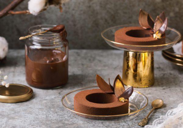 הכל על שוקולד- טבעות מוס שוקולד בקישוט עלים מוזהבים