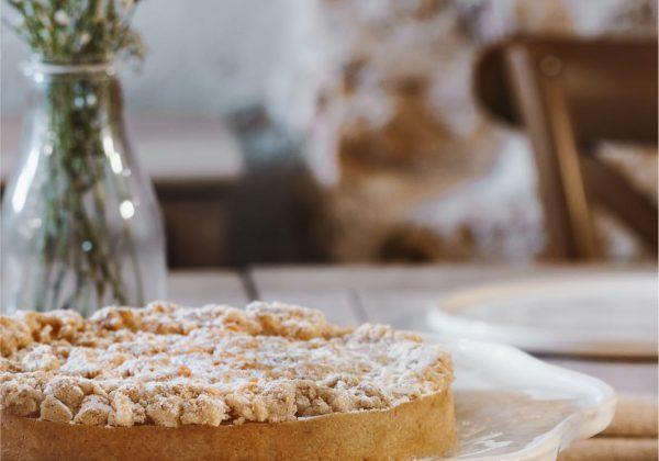 חוגגות שבועות-פאי גבינה תפוחים ושטרוייזל שקדים
