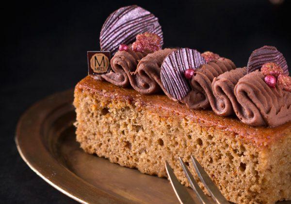 עוגת דבש בקישוט גנש שוקולד דבש